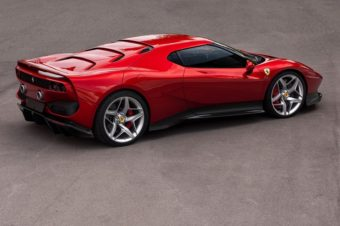 フェラーリの新たな幕開け、ハイブリッドとSUV